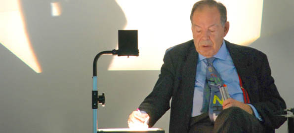 Dr Edward de Bono: low-tech presentation for high-powered thinking.